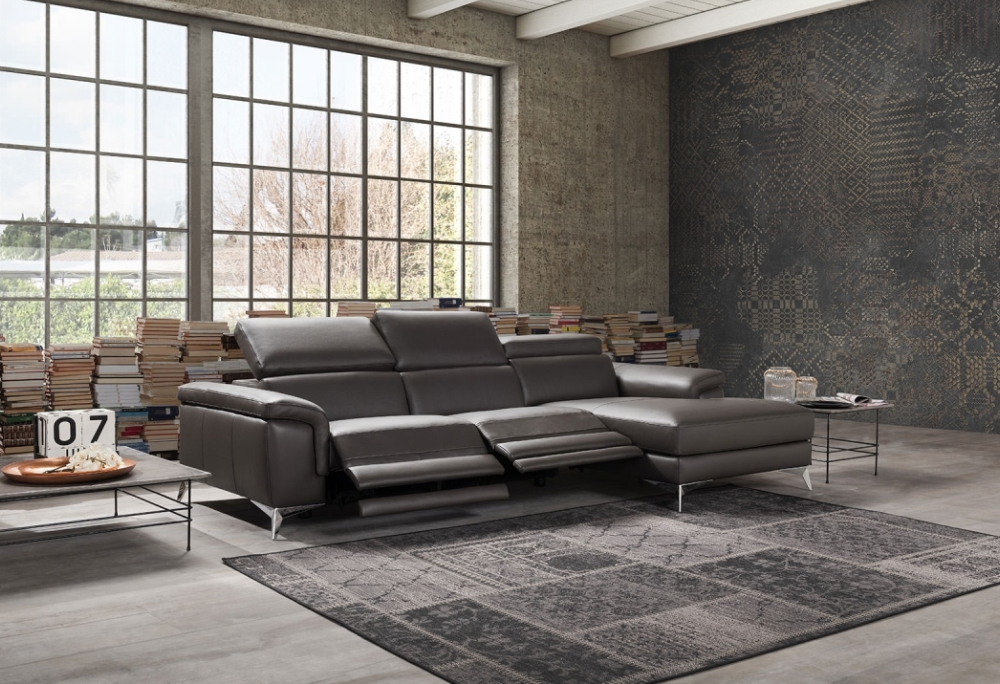 Divano moderno habart in pelle sofa club montebelluna for Chaise longue divano